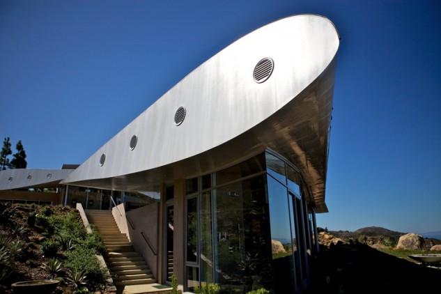 villa californiana realizzata con materiale recuperato da aereo boeing jumbo 747