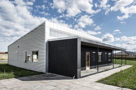 Upcycle House casa sperimentale costruita con materiali di riciclo e di recupero. Progetto dello studio Lendager Arkitekter